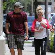Britney Spears dans les rues de Thousand Oaks avec son petit ami Daivd Lucado, le 16 mai 2013.