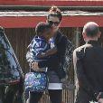 L'actrice Sandra Bullock va chercher son fils Louis à l'école à Los Angeles, le 17 mai 2013.