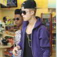 Justin Bieber s'arrête à une station service pour acheter à manger à Hollywood, le 16 mai 2013.