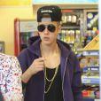 Le chanteur Justin Bieber s'arrête à une station service pour acheter à manger à Hollywood, le 16 mai 2013.