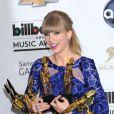 Taylor Swift et ses trophées lors des Billboard Music Awards à Las Vegas, le 19 mai 2013.
