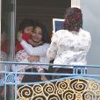 Aishwarya Rai et sa fille Aaradhya prennent la pose à l'Hôtel Martinez, à Cannes le 19 mai 2013.