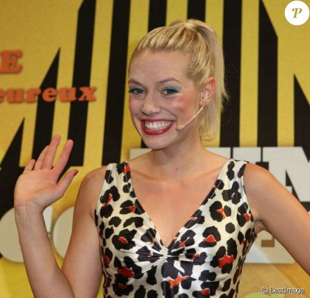 La jolie Aurore Delplace de l'émission The Voice 2 intègre la troupe du spectacle musical Salut les copains, au théâtre des Folies Bergère, à Paris le 16 mai 2013.