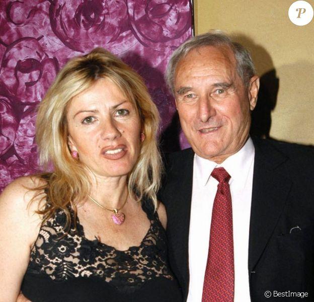Gérard de Villiers et sa femme Christine de Villiers à l'Etoile à Paris le 1er juillet 2003.