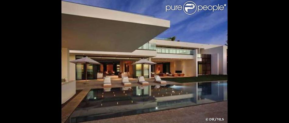 Le joueur de base-ball Alex Rodriguez a vendu sa sublime maison de Miami pour la somme de 30 millions de dollars.