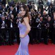 Ximena Navarrete foule le tapis rouge du Palais des Festivals pour la montée des marches du film La Venus à la fourrure. Cannes, le 25 mai 2013.