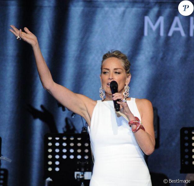 Sharon Stone lors du gala de l'amfAR au Festival de Cannes le 23 mai 2013