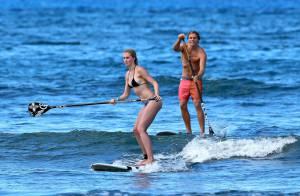 Ireland Baldwin, surfeuse sexy et amoureuse, s'éclate à Hawaï avec son boyfriend