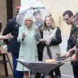 Camilla Parker Bowles en visite aux quartiers de la garde républicaine le 28 mai 2013 à Paris.