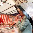 Camilla Parker Bowles en visite surprise au marché Raspail, dans le 4e arrondissement, le 28 mai 2013 lors de sa visite officielle à Paris.