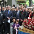 Michel Sapin, Michel Rocard, Robert Badinter, Jean-Louis Debré, Daniel Vaillant lors de l'enterrement du constitutionnaliste Guy Carcassonne au cimetière de Montmartre le 3 juin 2013