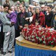 Claire Bretécher, Manuel Valls, Jean-Louis Debré lors de l'enterrement du constitutionnaliste Guy Carcassonne au cimetière de Montmartre le 3 juin 2013