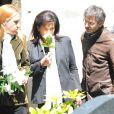 Anne Hommel et Anne Sinclair lors de l'enterrement du constitutionnaliste Guy Carcassonne au cimetière de Montmartre le 3 juin 2013
