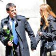 Manuel Valls et sa femme Anne Gravoin - Obsèques de Guy Carcassonne au cimetière de Montmartre à Paris. Le 3 juin 2013