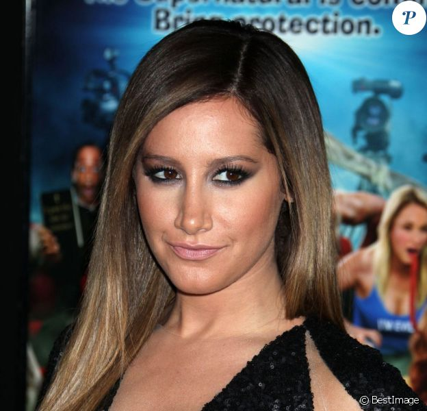 "Ashley Tisdale - Première du film ""Scary Movie 5"" au cinéma Arclight à Hollywood. Le 11 avril 2013."