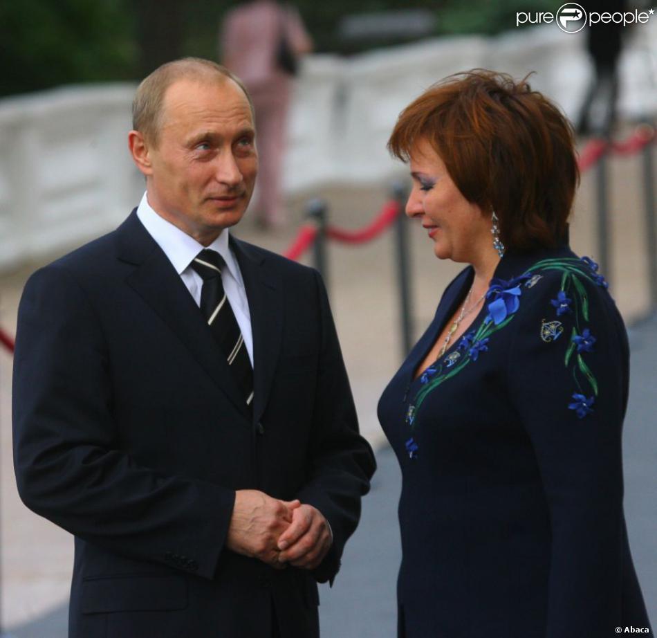 vladimir poutine et sa femme lioudmila dans la r gion de leningrad en russie en 2007. Black Bedroom Furniture Sets. Home Design Ideas