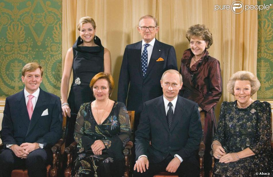 vladimir poutine et sa femme lioudmila avec la famile royale des pays bas en 2005. Black Bedroom Furniture Sets. Home Design Ideas