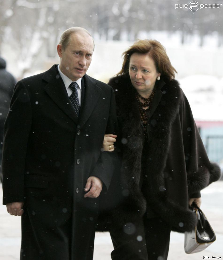vladimir poutine et sa femme lioudmila moscou le 2 d cembre 2007. Black Bedroom Furniture Sets. Home Design Ideas