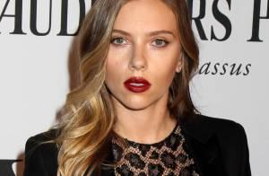 Tony Awards : Scarlett Johansson chic et sexy face à la glorieuse Cyndi Lauper
