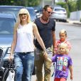 Gwen Stefani, son mari Gavin Rossdale et leurs fils Zuma et Kingston se rendent au goûter d'anniversaire d'Honor, la fille de Jessica Alba. Los Angeles, le 8 juin 2013.