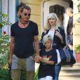 Gwen Stefani, son mari Gavin Rossdale et leur fils Kingston quittent la maison des parents de la chanteuse. Los Angeles, le 8 juin 2013.