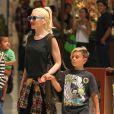 Gwen Stefani et son fils Kingston (7 ans) se balade dans un centre commercial. Los Angeles, le 9 Juin 2013.