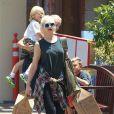 Gwen Stefani et ses enfants Zuma et Kingston surpris dans un centre commercial à Los Angeles, le 9 Juin 2013.