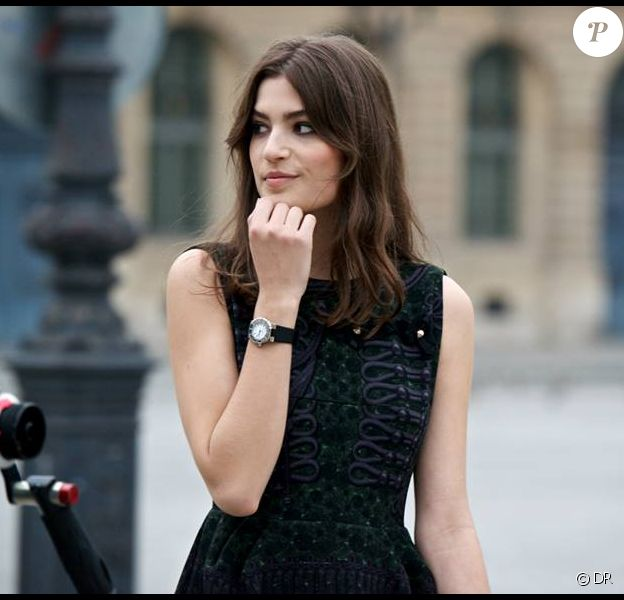 Alma Jodorowsky, 21 ans, héroïne de Chaumet et sa montre Class One.