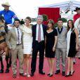 """L'équipe de Dallas au grand complet lors du photocall de """"Dallas"""" lors du 53eme festival de Monte-Carlo au Forum Grimaldi à Monaco le 12 juin 2013."""