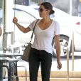 Teri Hatcher dans le quartier de Studio City à Los Angeles, le 12 juin 2013.