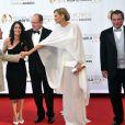 Robin Tunney, Albert de Monaco ainsi que Adriana Karembeu à la cérémonie de remise de récompenses du 53e Festival de Télévision de Monte-Carlo au Grimaldi Forum, le 13 juin 2013.