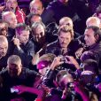 '' L'entrée sur scène la plus démente et la plus Rock&Roll @JohnnySjh #bornrockertour plus près de ses fans @TF1' ', a tweeté le 15 juin 2013 Laeticia Hallyday, fière de son rockeur Johnny.