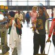 Pink, habillée de façon décontractée, était le 16 juin dernier à l'aéroport de Los Angeles avec son mari Carey Hart et sa fille Willow.