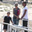 """""""Exclusif - Gwen Stefani et Gavin Rossdale baladent leur chien dans un parc avec leur fils Kingston à Beverly Hills, le 17 juin 2013."""""""
