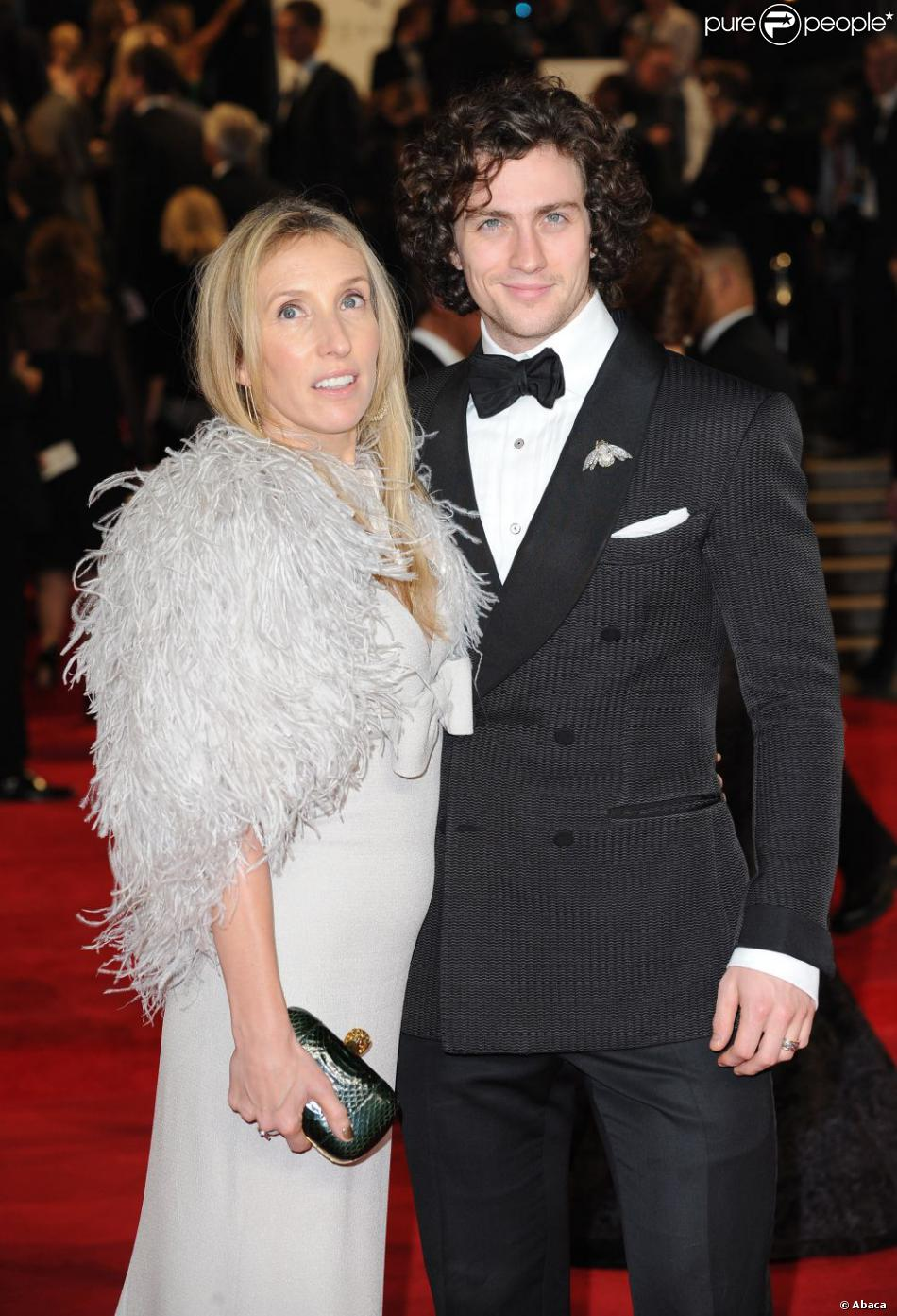 Aaron Johnson et sa femme Sam Taylor-Wood à la première de Skyfall  à Londres le 23 octobre 2012.