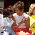 """Jennifer Lopez et son fils Max Anthony à la remise de l'étoile de Jennifer Lopez sur le """"Walk of Fame"""" à Hollywood, le 20 juin 2013."""