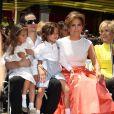 """Jennifer Lopez, son petit ami Casper Smart et ses enfants Max Anthony, et Emme Anthony à la remise de l'étoile de Jennifer Lopez sur le """"Walk of Fame"""" à Hollywood, le 20 juin 2013."""