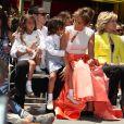 """Jennifer Lopez avec son petit ami Casper Smart, ses enfants Max et Emme et Jane Fonda à la remise de l'étoile de Jennifer Lopez sur le """"Walk of Fame"""" à Hollywood, le 20 juin 2013."""