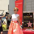 """Jennifer Lopez reçoit son étoile sur le """"Walk of fame"""", le 20 juin 2013, à Hollywood."""
