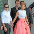 """Jennifer Lopez et Casper Smart à la remise de l'étoile de Jennifer Lopez sur le """"Walk of Fame"""" à Hollywood, le 20 juin 2013."""