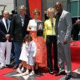 """Keenan Ivory Wayans, Jane Fonda, Jennifer Lopez, Gregory Nava, Pitbull à la remise de l'étoile de Jennifer Lopez sur le """"Walk of fame"""", à Hollywood le 20 juin 2013."""