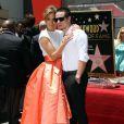 """Jennifer Lopez et son petit ami Casper Smart à la remise de son étoile sur le """"Walk of fame"""", à Hollywood le 20 juin 2013."""