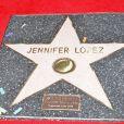 """Jennifer Lopez reçoit son étoile sur le """"Walk of fame"""" à Hollywood, le 20 juin 2013."""