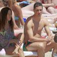 Le joueur de foot Fernando Torres en vacances à la plage à Ibiza avec sa femme Olalla et leurs enfants Nora et Leon le 30 mai 2013.