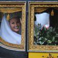Lady Melissa Percy, fille du duc de Northumberland, arrivant en carosse lors de son mariage avec Thomas van Straubenzee à Alnwick en Angleterre le 22 juin 2013