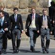 Le marié, Thomas van Straubenzee (à gauche) avec le prince William et le prince Harry lors du mariage de Lady Melissa Percy, fille du duc de Northumberland, et de Thomas van Straubenzee à Alnwick en Angleterre le 22 juin 2013