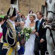 Lady Melissa Percy et son père, lors de son mariage avec Thomas van Straubenzee à Alnwick en Angleterre le 22 juin 2013