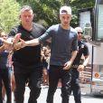 Exclusif - Le groupe One Direction acclamé par leurs fans devant leur hôtel à Atlanta, le 21 juin 2013.