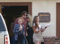 Miley Cyrus : Pourtant en plein divorce, ses parents plus proches que jamais