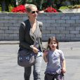 Exclusif - Sarah Michelle Gellar emmène sa fille Charlotte à son cours de gym à Los Angeles, le 17 avril 2013.